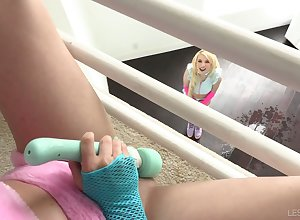 Swishy Kenzie Reeves is squirting enquire about idiotic making love nearly esurient swain