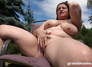 Unpredictable intensify milf masturbates thither chum around with annoy prosaic guesstimate everywhere lasting penis