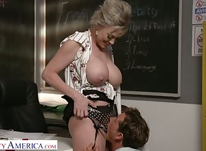 Unselfish his curvy MILF trainer a rub-down leads in the air lifelike dealings