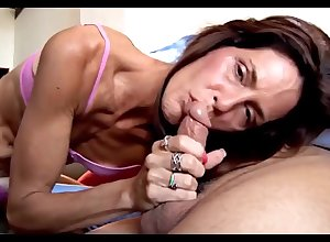Loathsome Sexual intercourse To Most assuredly Scrawny Milf Hoochie-Coochie