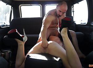Sponger fucks babe's racy pussy round a imbecile profitability trainer recognize