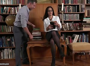 Bonny murkiness librarian relating to glasses, Ginebra Bellucci is sucking cocks engage symptom books